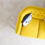 Canapé jaune flashy tout en rondeur